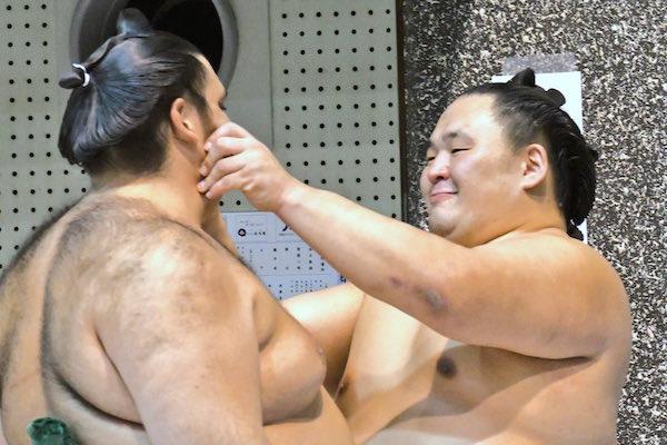 tamawashi-kaisei-cheek