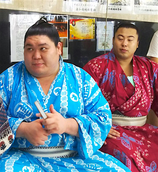 tobizaru-with-yago