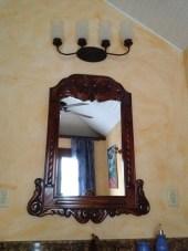 Custom mirror in bath