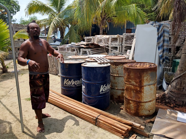 Building lobster traps on Caye Caulker