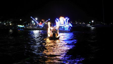 Small and Mighty Christmas Boat Parade