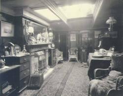 Cabin_on_the_bark_BALMORAL_Washington_ca_1904