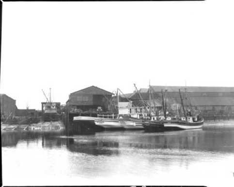 1940 Western boatyard