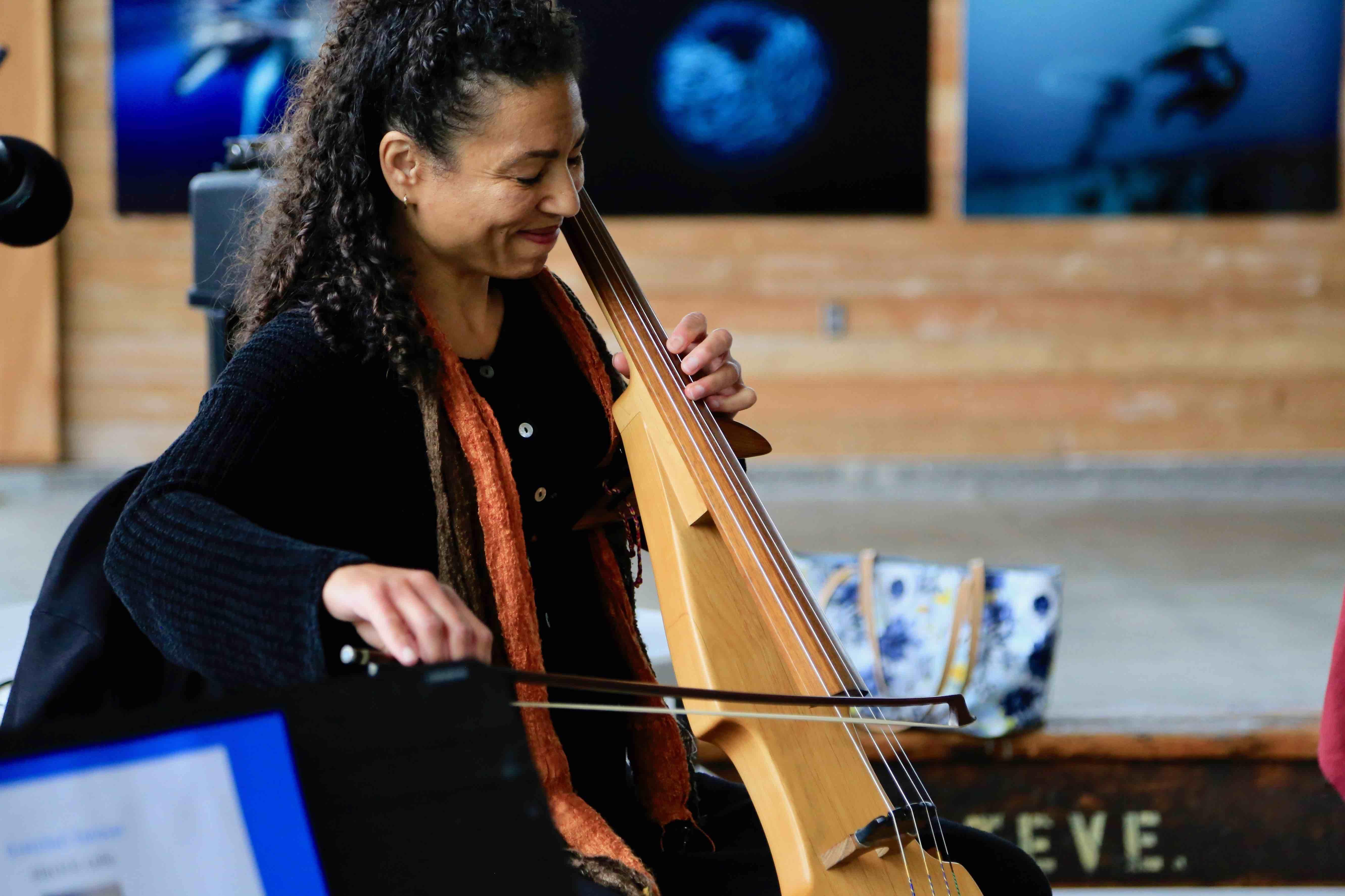 Gretchen Yanover electric cello