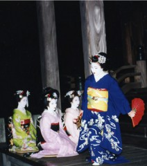 舞妓による舞踊奉納