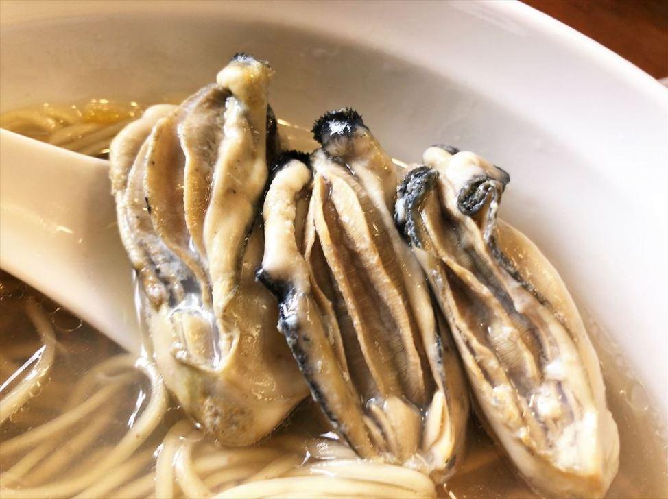 麺屋 菜花奈「牡蠣拉麺」の牡蠣