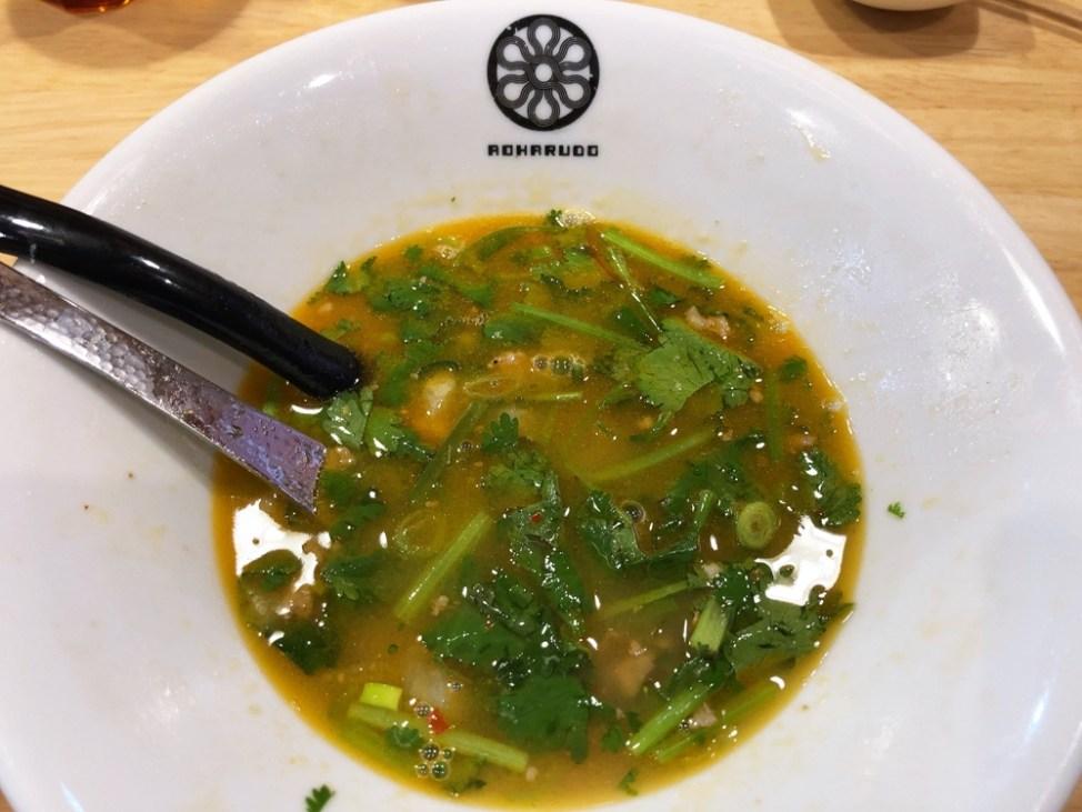 和風鶏豚骨らーめん 葵春堂「台湾パクチーらーめん」残るスープ
