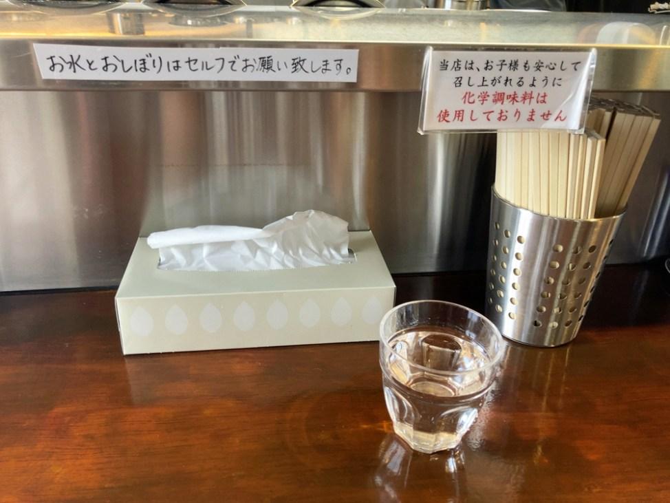 麺屋 菜花奈の内観