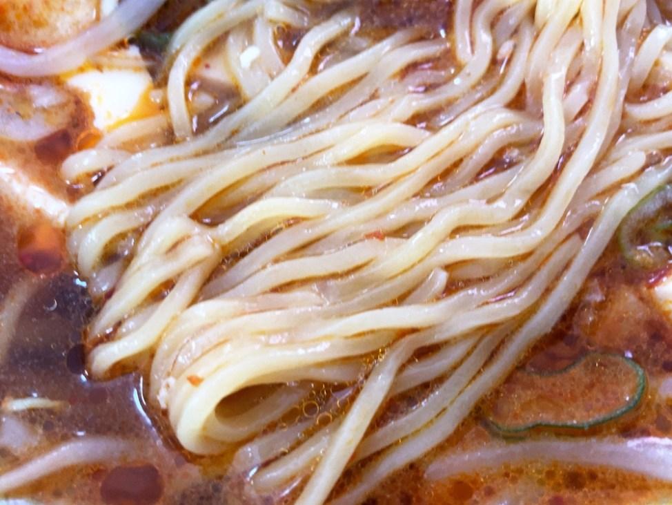 中華本格料理 パンダ「麻婆ラーメン」麺