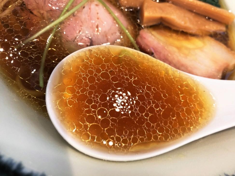 麺屋 さすけ 本店「地鶏醤油そば」スープ