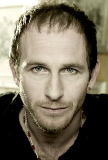 Il 53-anni, 183 cm alto Paul Kaye in 2018 photo