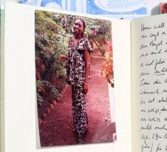 """Bugarama (Ruanda), 8. Januar 1998 """"Ich freue mich, wenn die Frauen hier die Bäume zu pflanzen beginnen, freue mich, wenn die zerlumpten Kinder mit ihren gelben Plastikkanistern lärmend und spielend an den Fontaines auf ihre Abfüllung warten, und ich freue mich, wenn sie lachen."""""""