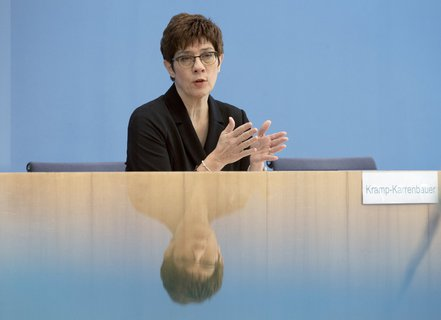 In the mirror of the crisis: Defense Minister Annegret Kramp-Karrenbauer (CDU).