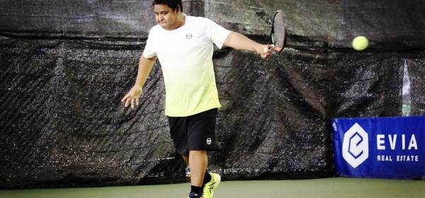 Tennis Coach Ten Rapepat Single Backhand Strikes a Beautiful Single Backhand