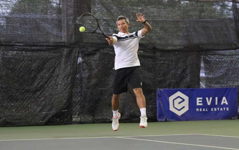 TAG Coach Peter hits a forehand inside out return of serve