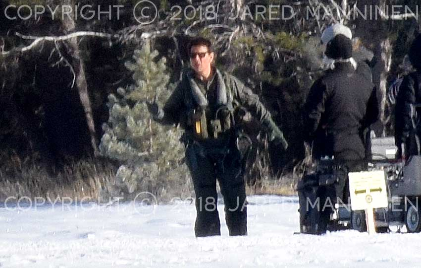 Tom Cruise filming Top Gun: Maverick and wearing sunglasses
