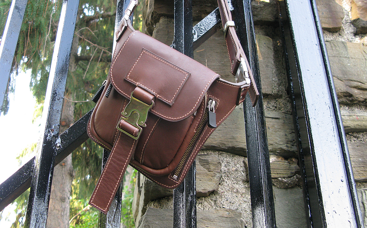 personalized-bags__customized-leather-bags__custom-man-bag