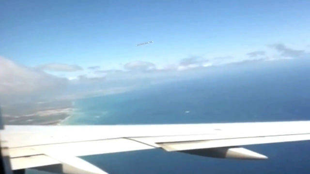 CIGAR-SHAPED-UFO-IN-MEXICO-FROM-PLANE-WINDOW-DECEMBER-2012.0-00-11.936