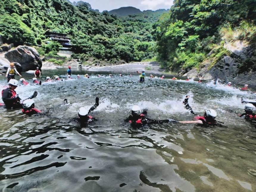 Taiwan Scene_MyTaiwanTour blog_river tracing in Taiwan04