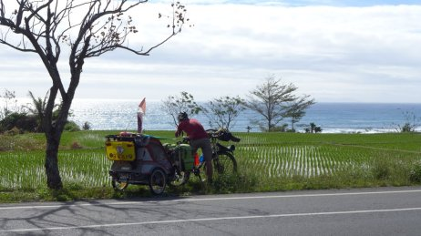 Cycling along Eastern Coast of Taiwan (image source: Taiwan Scene)