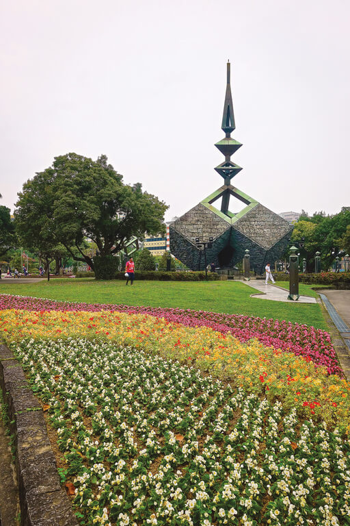 Flower-Viewing-in-Taipei-Taipei-azaleas-festival-228-peace-park