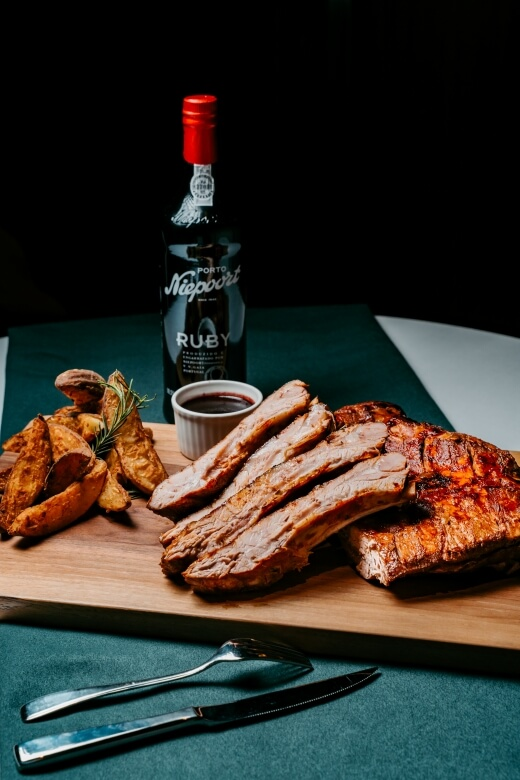 GQ Meat Festival - Eslite-In Between's low-temperature barbecue red wine pork ribs with mulberry sauce