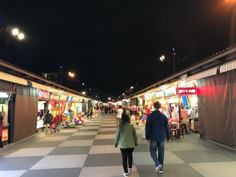 Dongdamen night market in Hualien city is a great place to hang out after visiting Taroko Gorge.