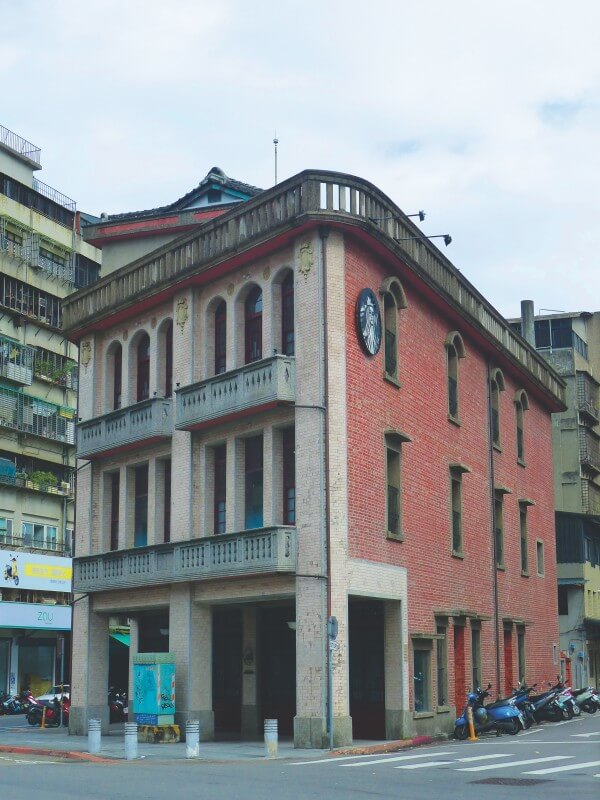 If you're into architecture, don't miss the visit to Wanhua Lin Mansion in Taipei.