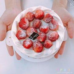 草莓蛋糕的誘惑不得了!一大口塞進嘴裡真是超幸福的滋味~梅笙蛋糕工作室美德店僅能外帶無內用區喔!
