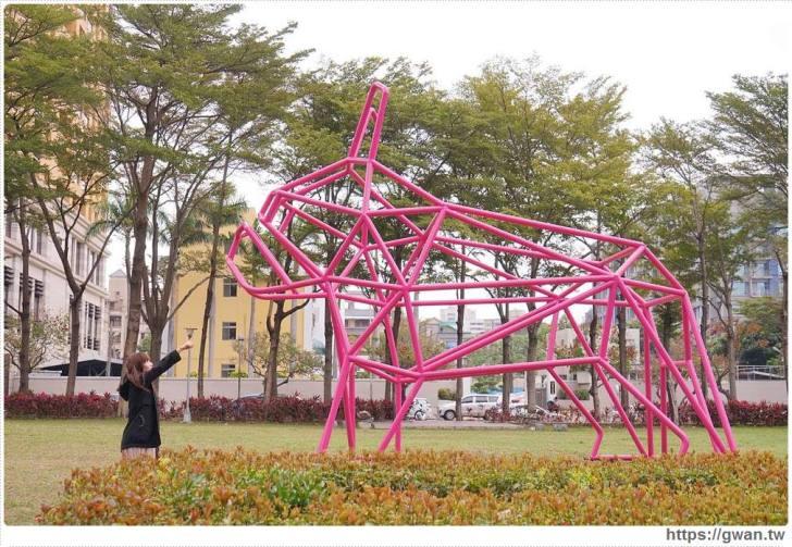 2018 02 24 115951 - 狗年旺旺最應景~6.5公尺粉紅法鬥犬,綠園道打卡新地標