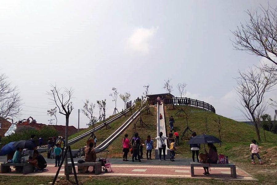 台中特色溜滑梯 全新復古三滑道 水泥砌成環保好滑 22公尺超長滑道 大雅中科公園