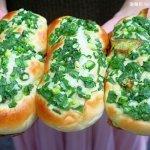 台中藏阿胖-羅芙青蔥麵包 | 一出爐秒殺狂掃30個,每日限量1500個、二小時就完售!