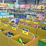 熱血採訪|NG牛仔帆布鞋55元、卡通兒童拖鞋60元、童鞋換季三雙只要500元!大雅童鞋特賣快來搶便宜
