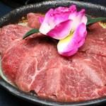 熱血採訪│台中剝皮辣椒雞鍋煮牛排你吃過了嗎?涮至7分熟最對味,父親節來星八鍋還有送雙拼肉盤活動