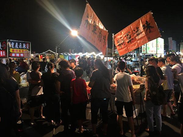 2019 10 10 221932 - 平日6點逛大慶夜市,經過有排隊的攤位懶人包紀錄