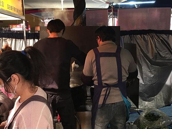 2019 10 13 162402 - 台南小北成功夜市,吃味鮮鹽酥雞人潮滿滿超誇張,台南宵夜必吃