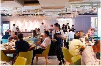 2019 10 25 171923 - 熱血採訪|台北新開的多元生活館,不用消費也有紅茶咖啡免費喝,尖峰時刻人潮大爆滿的 Hi-Q褐藻生活館