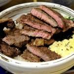 熱血採訪|超大牛排蓋飯滿翻天,生菜高湯吃到飽,壽星還能免費加肉超划算~