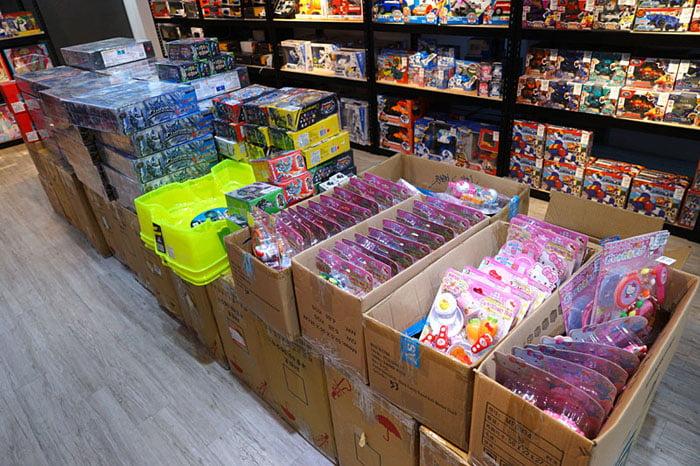 2019 12 13 012814 - 熱血採訪│台中首間包裝NG玩具專賣店新開幕,藏匿在市區地下室的2kids