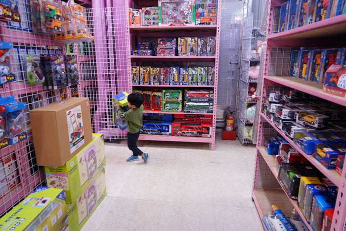 2020 01 19 201615 - 熱血採訪│台中玩具批發店擴大營業,生活百貨通通有、過年期間也有營業