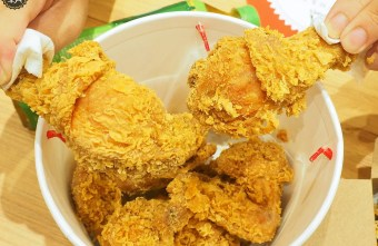 2020 06 30 133533 - 看電影配義式炸雞,影城內也吃得到拿坡里炸雞,酥脆麵衣內有多汁嫩雞肉!