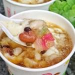 台中銅板美食,在地人激推的古早味豆花,迷人炭燒香,綜合料超多,還吃的到QQ~