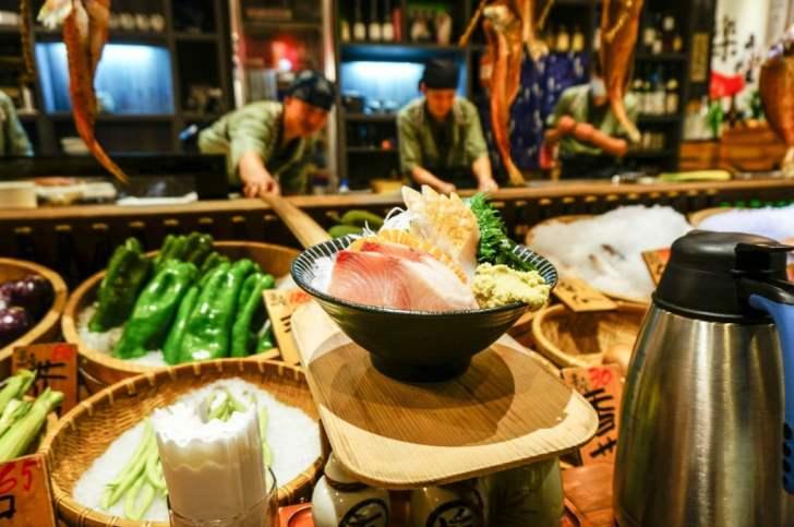 2020 07 30 082415 - 北屯居酒屋   樂座爐端燒 RAKUZA Robatayaki,用船槳送菜給你,氣氛超好日式居酒屋