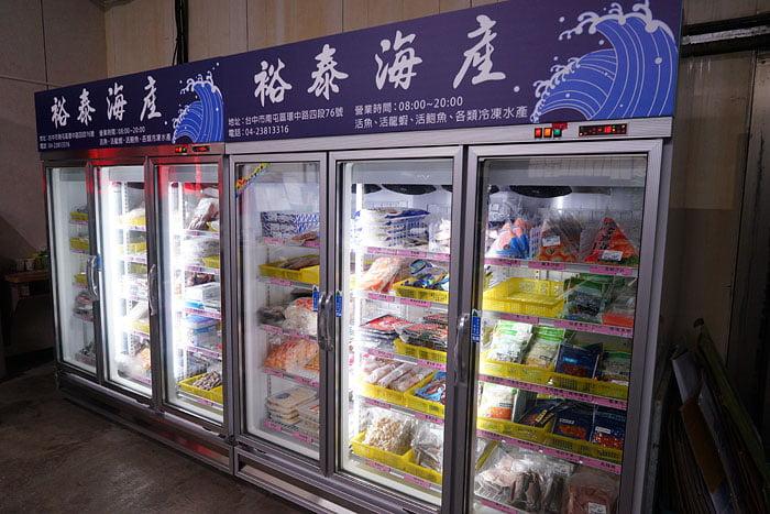 2020 09 21 013507 - 熱血採訪│台中海產批發超商,超大凍庫有夠冷,現場活海鮮也不少,期間限定泰國蝦一斤250