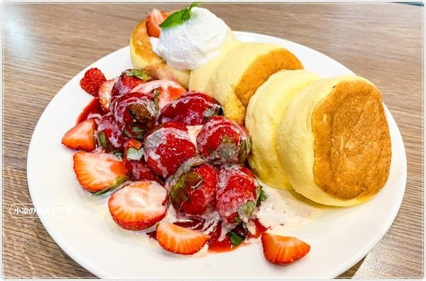 """2020 12 17 212633 - 一拳咖啡║台中人氣舒芙蕾,季節限定""""草莓派對舒芙蕾"""",滿滿的草莓超療癒、非吃不可的夢幻甜品!!"""