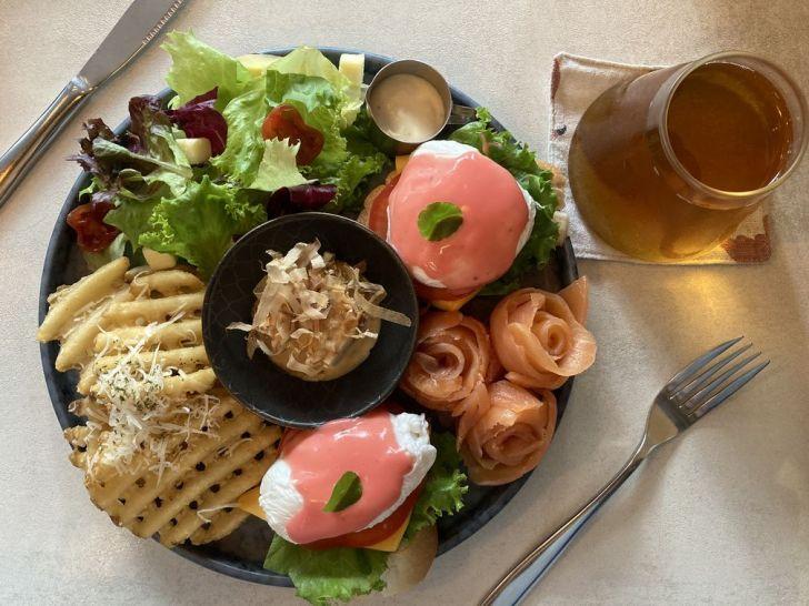 2020 12 31 221202 - 西屯區早午餐|拾陌 Shihmo大份量美味早午餐,激推鮭魚玫瑰花佐班尼迪克蛋,淋上粉色荷蘭醬好浪漫~