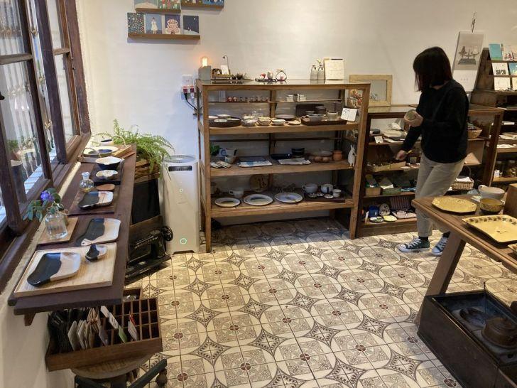 2021 01 30 231558 - 西區景點|老宅雜貨舖小院子的日常,讓你買到剁手手的日式碗盤、選物