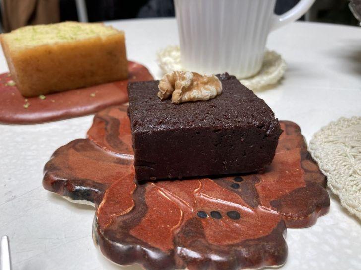 2021 01 31 134220 - 西區咖啡廳|在地人才知道的隱藏版甜點店,來花店買花、買礦石,還可以邊看漫畫邊吃下午茶!