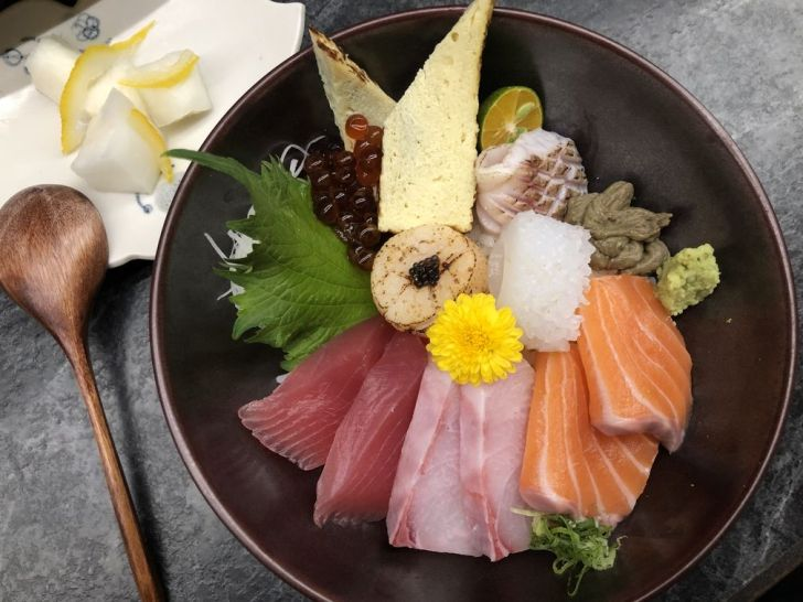 2021 01 31 140156 - 北區丼飯 評價高達4.8星的回 未了日式丼飯,鮭魚玫瑰花丼飯好吸睛,鄰近中國醫~