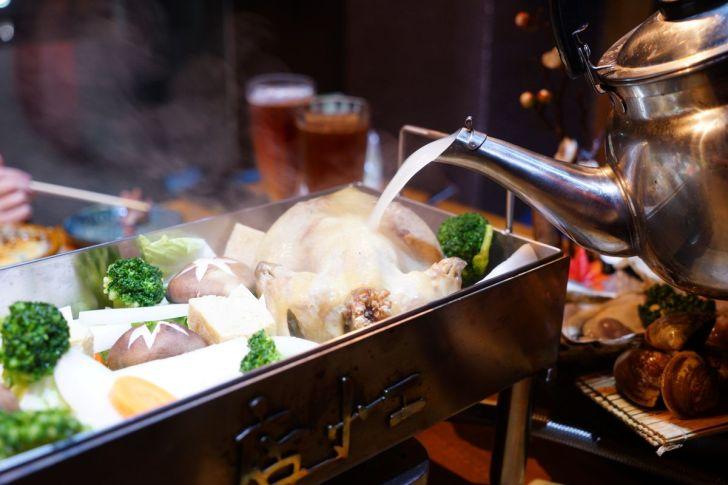 2021 02 15 225713 - 熱血採訪 台中長形金雞聚寶白鍋,滿滿蔬食海鮮配上整隻小蔘雞,雞高湯無限續加